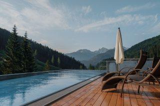 Almwellness Resort Tuffbad Infinity Pool