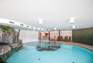 Vierbrunnenhof Schwimmbad©Rotwild