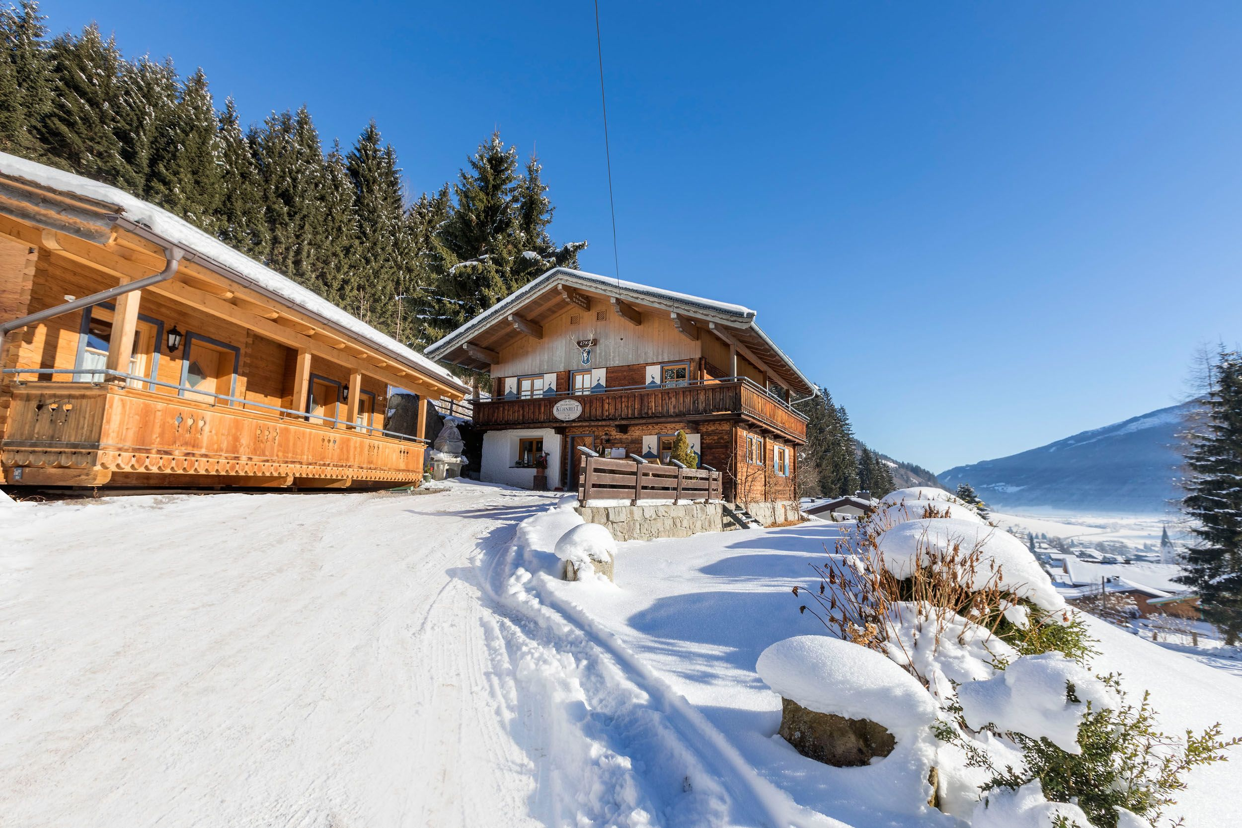 Im Winter kann direkt vor der Haustür losgerodelt werden.