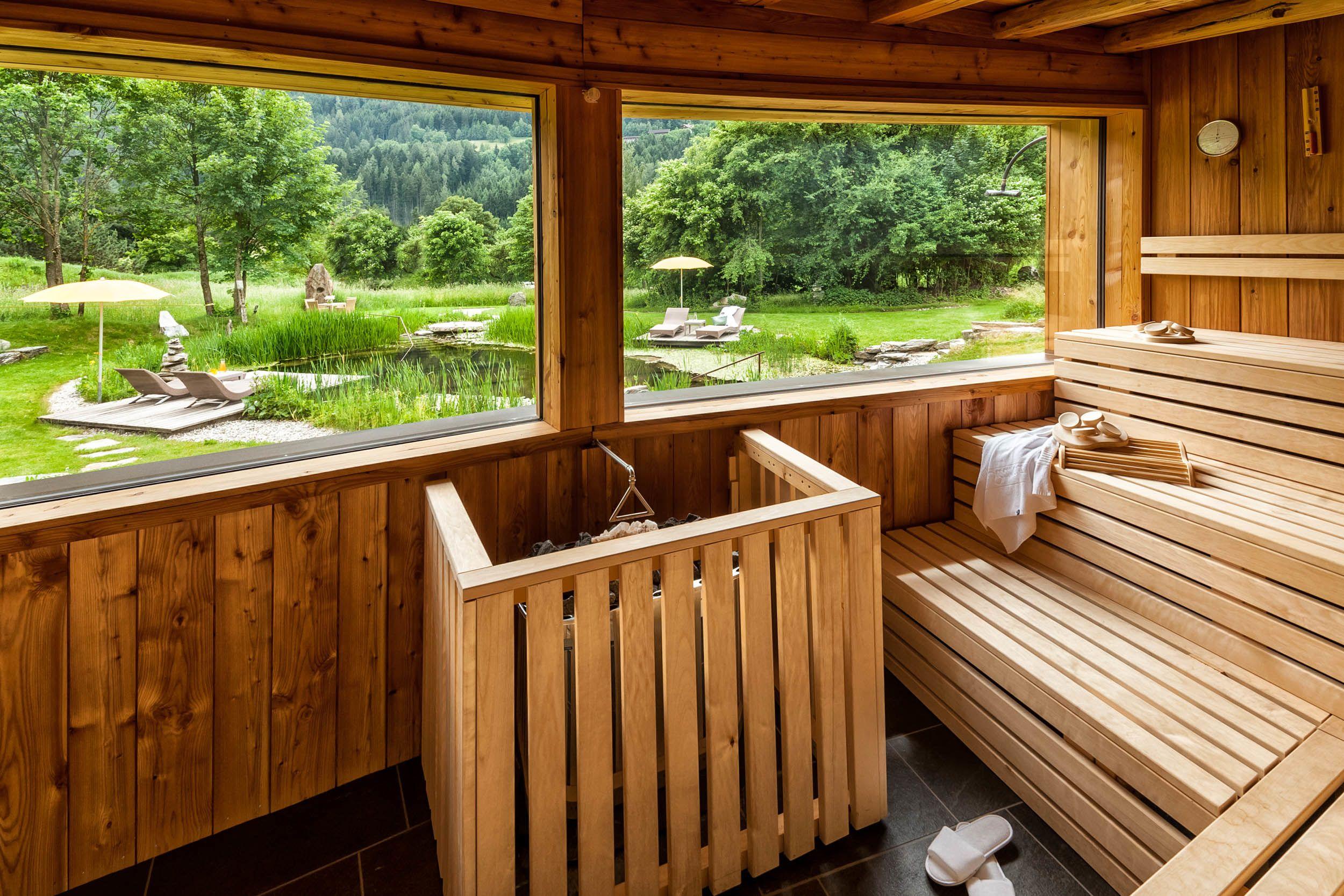 Ausblick aus der Sauna in den Garten