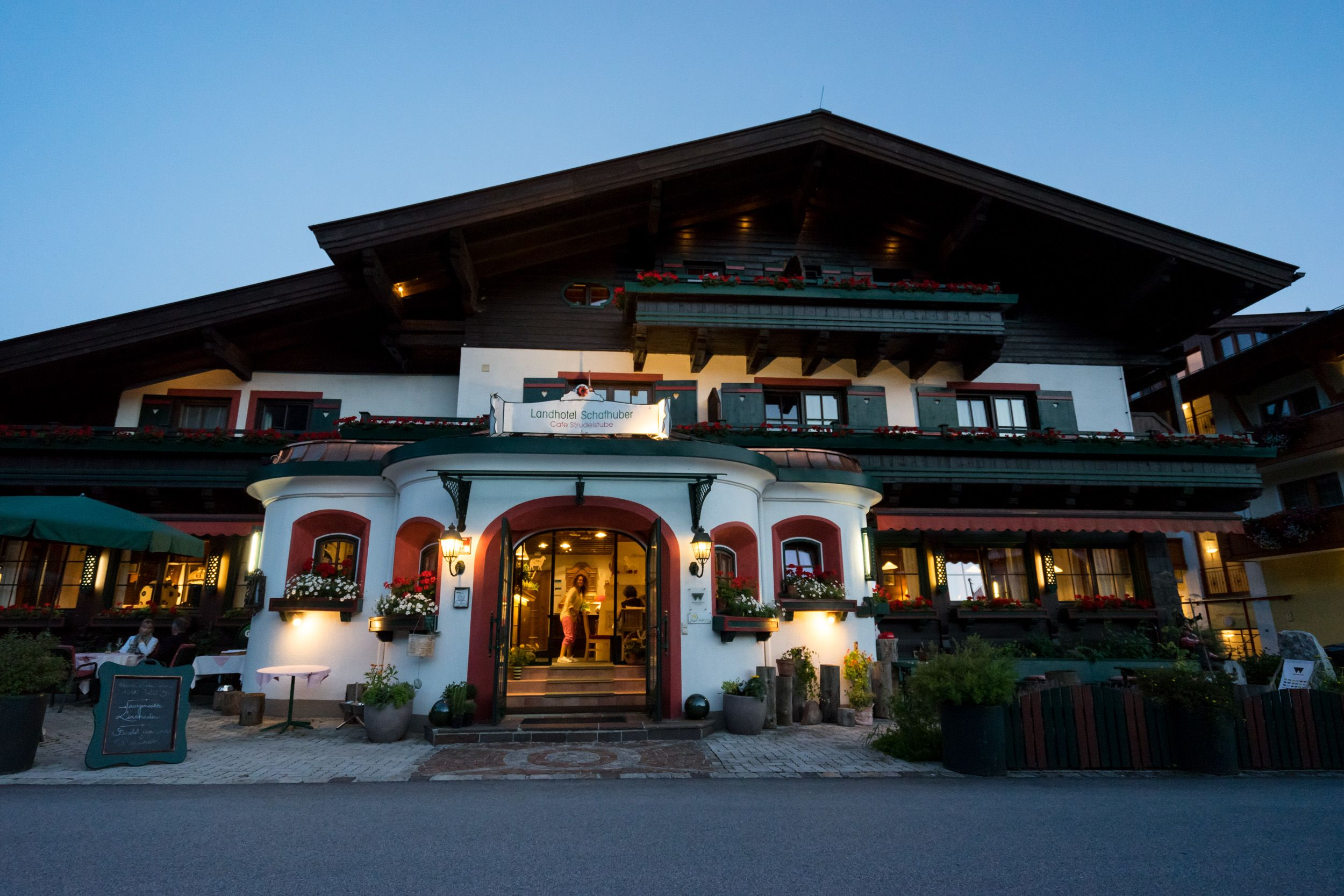Hotel Schafhuber bei Dämmerung
