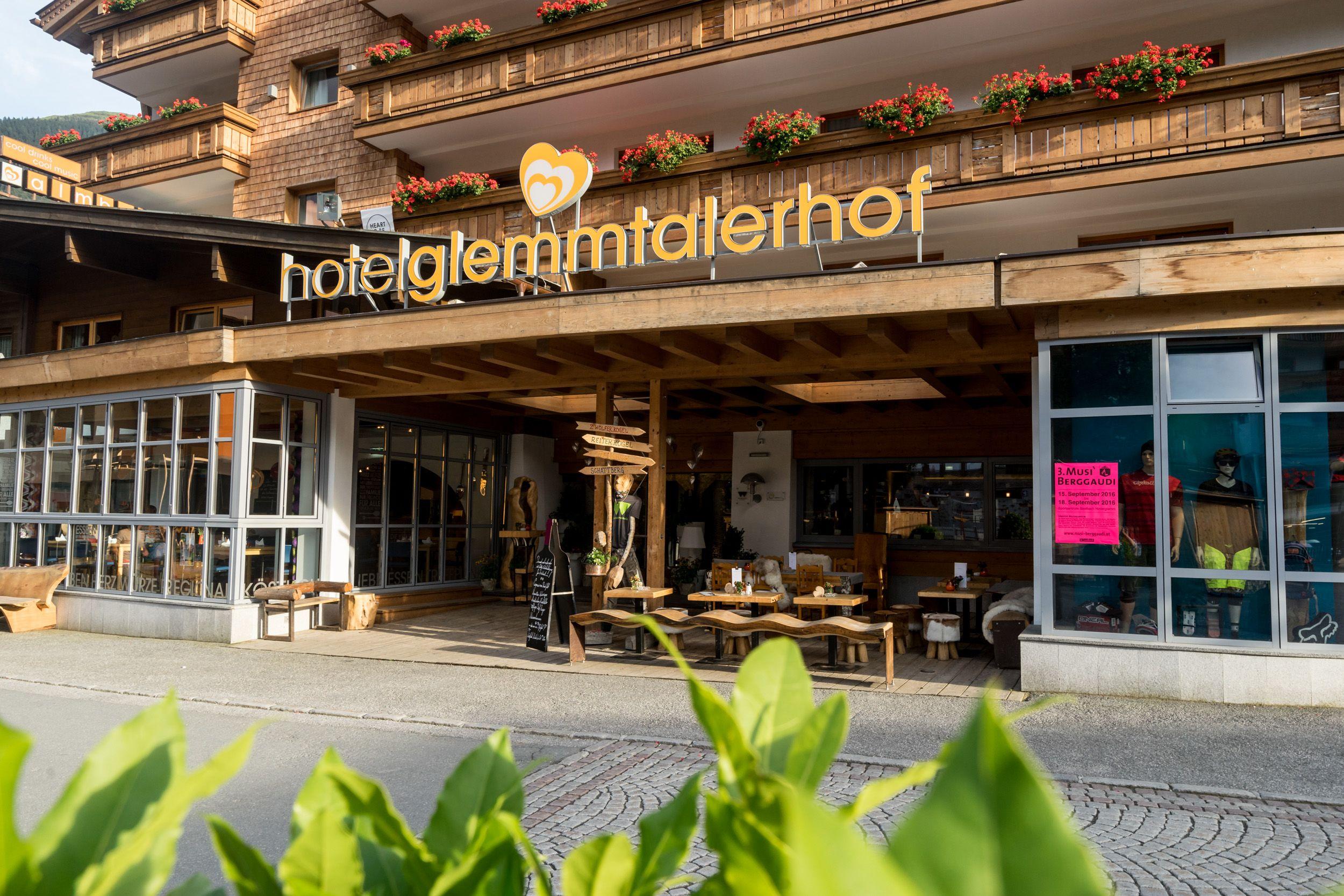 Außenansicht des Hotels Glemmtalerhof