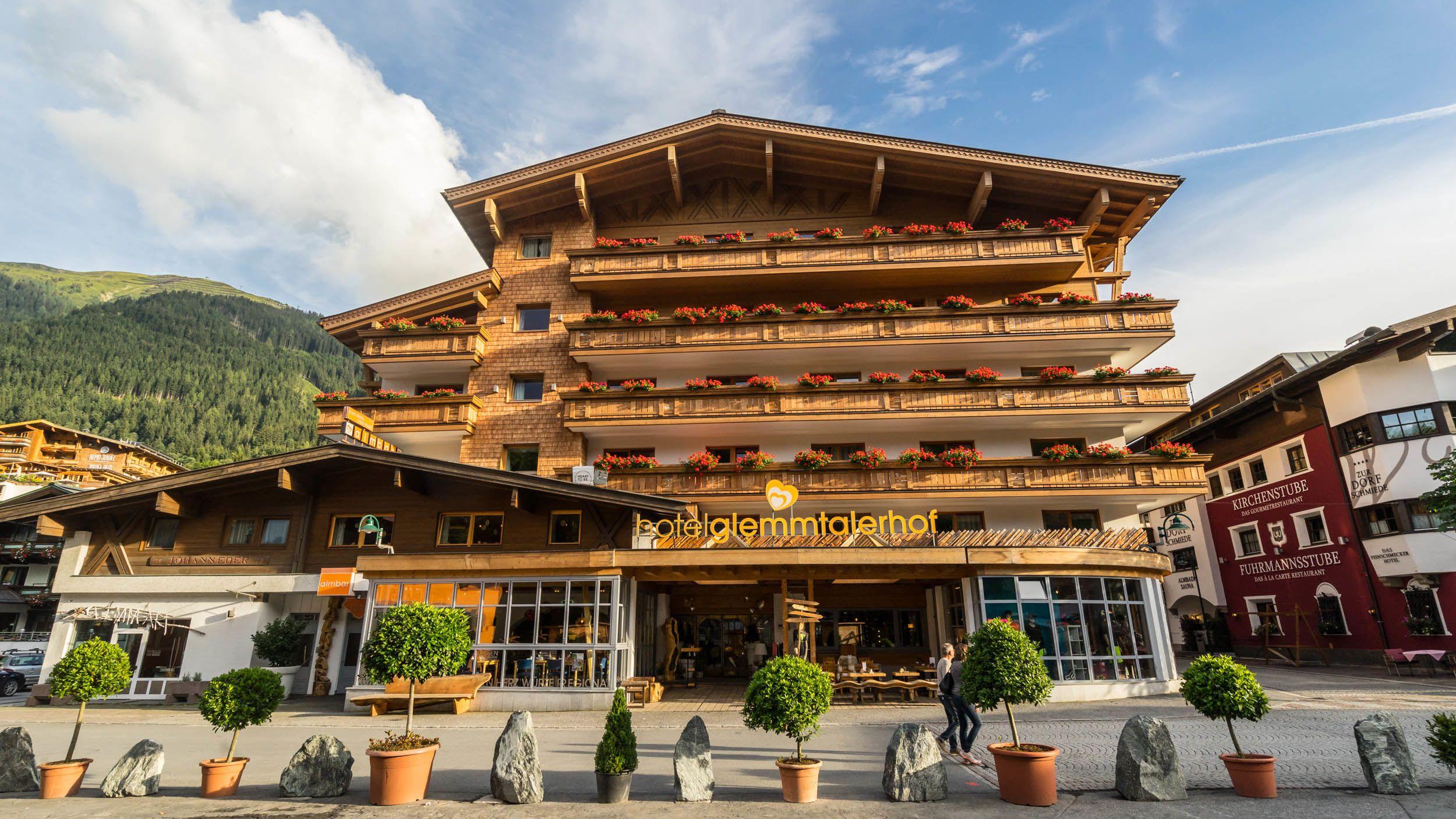 Frontansicht des Hotels Glemmtalerhof