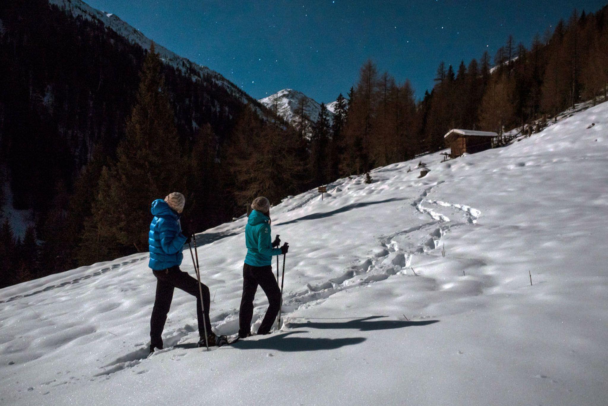 Schneeschuhwandern bei Mondschein – ein ganz besonderes Erlebnis (c) TVB Osttirol