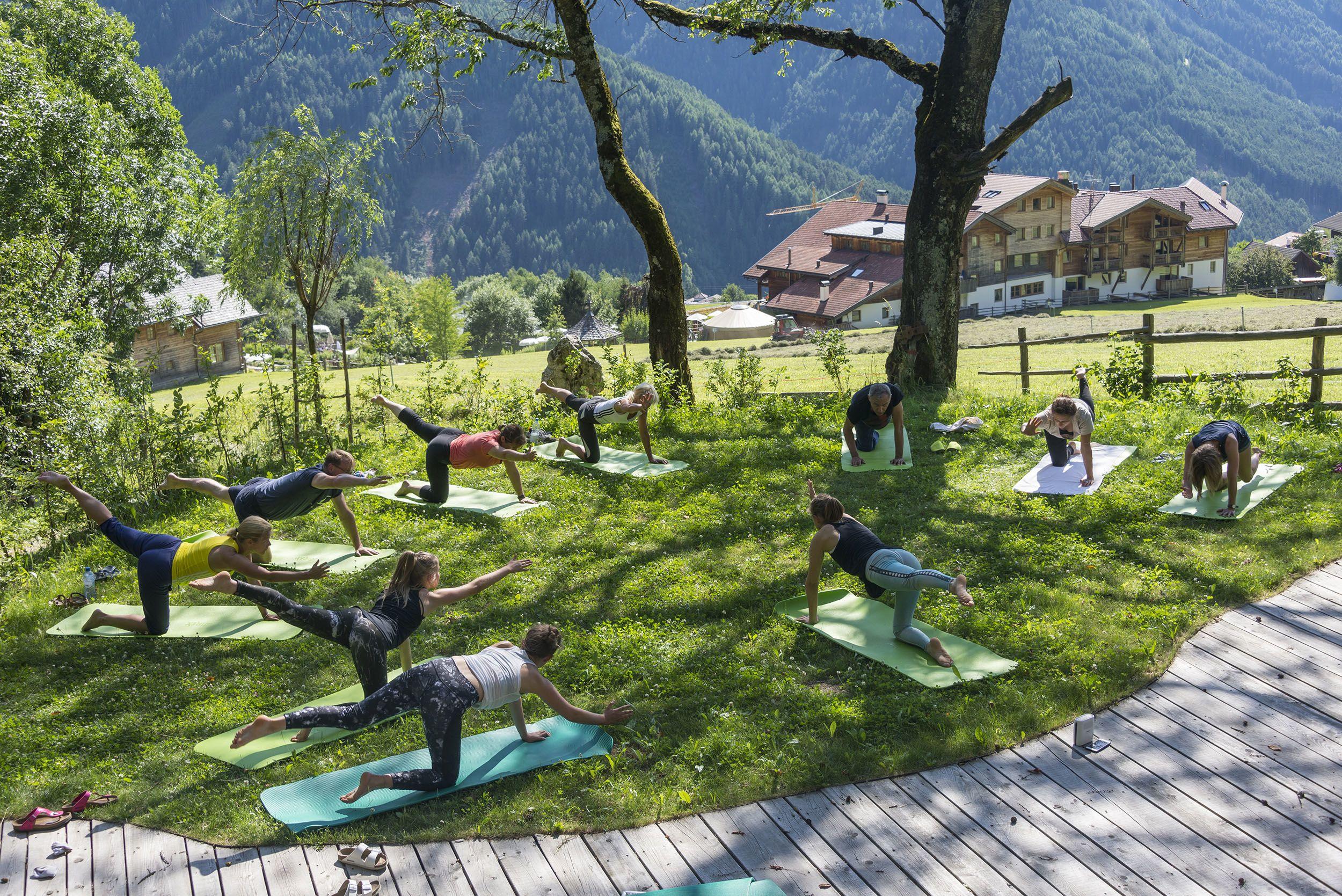 Yoga im Garten © Udo Bernhart