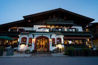 Hotel Schafhuber bei DämmerungWanderhotel Schafhuber in Maria Alm - Hinterthal, Österreich