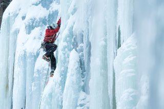 An Eisfällen geht es bis zu 40 Meter steil nach oben (c) Martin LuggerAn Eisfällen geht es bis zu 40 Meter steil nach oben (c) Martin Lugger