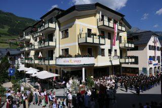 Hotel Alte Post mit FronleichnamsprozessionHotel Alte Post: Fronleichnam