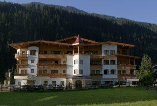 Hotel Tuxertal Außenansicht