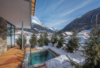 Vierbrunnenhof Winter Außenpool
